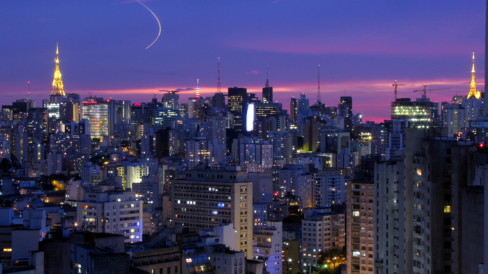 Cosmopolitan Sao Paulo is one of the best places to learn Portuguese in Brazil ...  photo by CC user julioboaro on Flickr